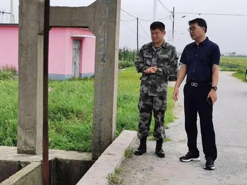 东港新闻:刁志强检查指导五四农场,应对强降雨和防汛工作