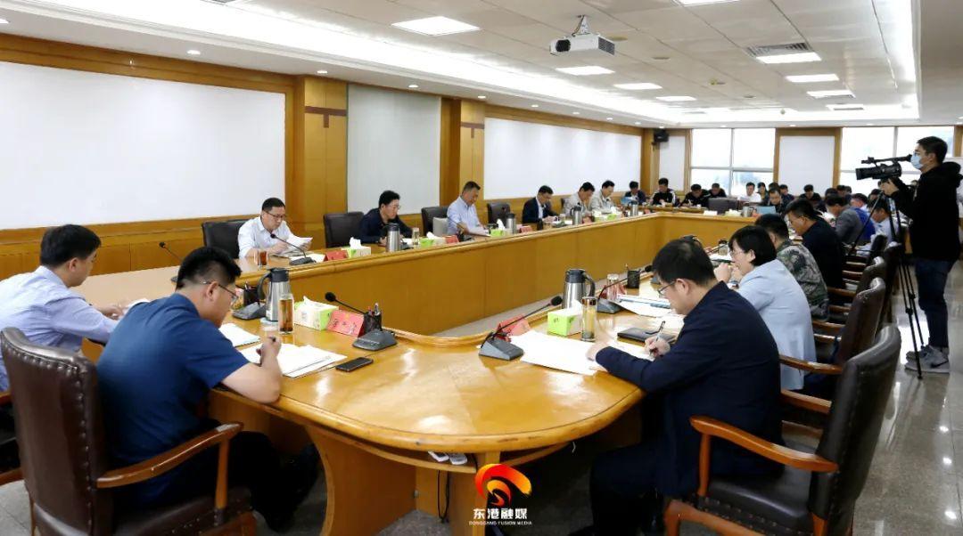 东港第十四届东港区委常委第215次(扩大)会议顺利召开