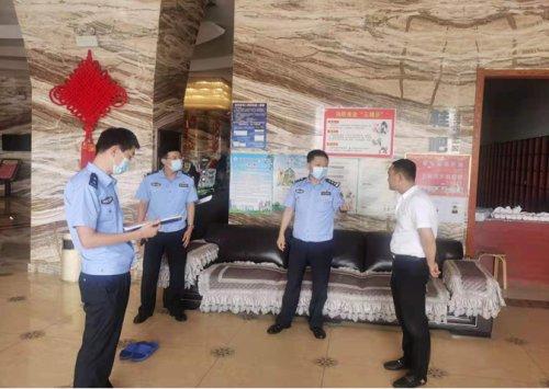 东港警方紧盯暑假 持续加大娱乐场所管理检查力度